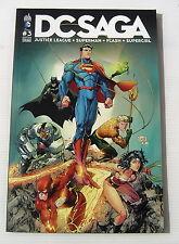 DC SAGA . 3 . Justice League, Superman, Flash, Supergirl . URBAN COMICS