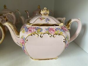 Beautiful Sadler Cube Pink Teapot With Lots Of Roses ~ Hard To Find ~ Rare