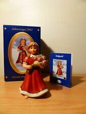 GOEBEL, Jahresengel mit Rosenstrauß 2002 *Weihnacht* Bordeaux 13cm - Neu in OVP