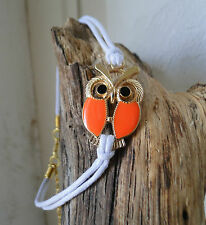 Bracelet  blanc grand hibou doré et orange. Top tendance