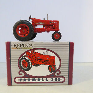 Ertl IH Farmall 300 Tractor Replica Collectors Club News  1/25 IH-574-B