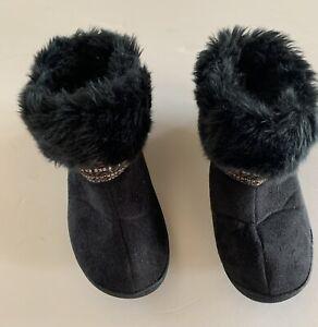 Isotoner Black  faux fur trim slippers women's Size 7 1/2 - 8 US Cont38 Uk6