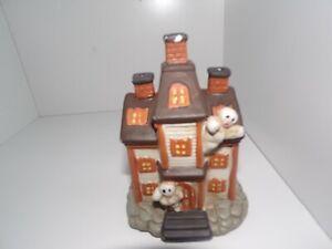 HAUNTED HOUSE VILLAGE CERAMIC HALLOWEEN DECORATION