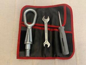 BMW • Abschleppöse / Abschlepphaken mit Tasche und Werkzeug - Bordwerkzeug