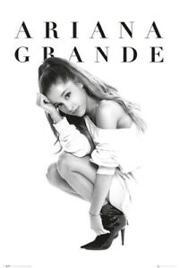 Ariana Grande Poster Crouch 61x91.5cm