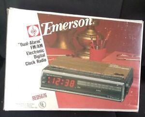 NOS New Vintage Emerson dual FM/AM Electronic Digital Clock Radio Model RED5676