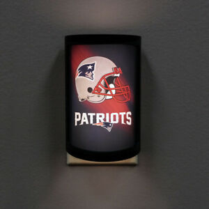 NEW ENGLAND PATRIOTS PLUG-IN LED NIGHT LIGHT WITH LIGHT SENSOR NFL 3 SETTINGS