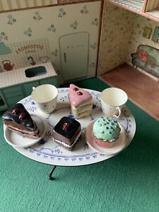 Cakes And Tableware For 2 - Maileg Rabbits