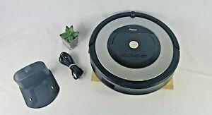 Robot ROOMBA 860 Robotic VACUUM Cleaner w/Charging Dock.