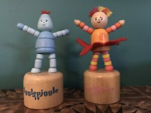 IN THE NIGHT GARDEN Iggle Piggle Upsy Daisy Collapsing Push Up Wooden Toys