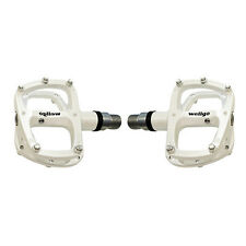 "Wellgo R146R 9/16"" Aluminum Sealed Bearing Bike Pedals - White"