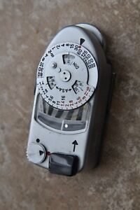 Leica meter MR and Sekonic meter with a new battery