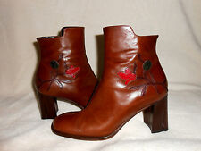 TRE IN  BROWN LEATHER BOOT WITH FLOWER ACCENTS, MADE IN ITALY, SZ 7/37, SO RARE!