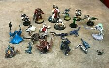 Mixed lot of Warhammer 40k Figures Pieces Painted assembled Parts