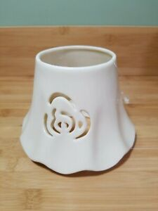 HOME INTERIOR IVORY FLORAL CUTOUT CERAMIC CANDLE SHADE TOPPER NEW