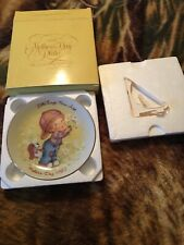 """1982 Mothers Day """"Little Things Mean Alot"""" Avon Mini Vintage Collectors Plate"""