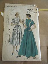 Vintage 1940's Vogue 6798 Misses Housecoat Pattern - Size 14 Bust 32 Hip 35