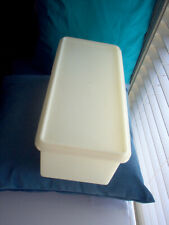 VINTAGE TUPPERWARE BREAD BOX / KEEPER SHEER WHITE