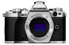 Olympus OM-D E-M5 EM5 Mark II silber Vitrinenmodell nur 10 Auslösungen #0344