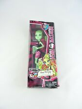 MONSTER HIGH Venus McFlytrap 11-in Doll Coffin Bean 2013 Mattel Rough Box SEALED