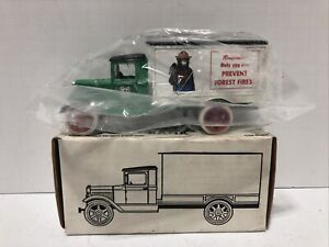 """Ertl #9124 1:25 """"Smokey the Bear U.S. Forest Service"""" 1931 Ford Model T Bank NEW"""