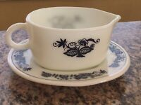 Vintage Pyrex Old Town Blue Gravy Boat And Under Plate (77-B And 77-U)