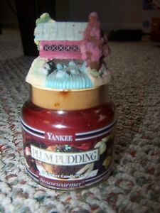 YANKEE CANDLE-Small Jar Candle with Covered Bridge Topper- Plum Pudding