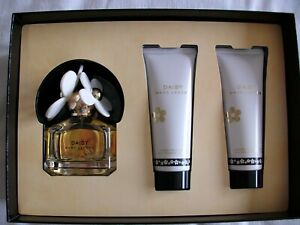 Daisy MARC JACOBS Perfume 50ml Gift Box with Body Lotion & Shower Gel 75ml each.