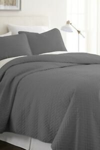 Ultra Soft Hypoallergenic Quilted Coverlet Set - Herring Pattern - Full/Qu, Gray