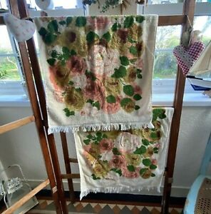 Pretty Vintage Pair Of Towels Hand Towels Made In USA Irregulars Roses Bathroom