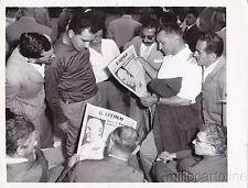 * FOTO - Membri del Neo Partito Fascista leggono il Secolo a Predappio 1958
