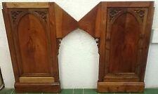 Antigua pareja de puertas, tablas neogóticas de madera de nogal rubio. Restaurad