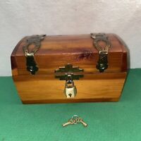 Vtg Cedar Wood Trinket Stash Treasure Chest KEY! Souvenir Wax Museum Wash. DC