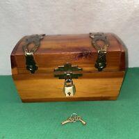 Vtg Cedar Wood Trinket Stash Treasure Chest KEY! Souvenir Wax Museum Wash. DC