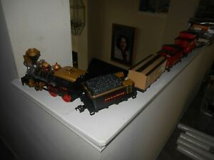 Holiday Train Layout Engine/4 Cars/40 Track Sections Pre-owned Free Shipping