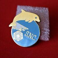 Pin's Pins lapel pin Dauphin Dolphin Société SNC S.N.C  Signé EUROCLIMAT