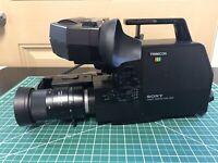 SONY Trinicon HVC-2200 Color Video Camera w/ Case Untested