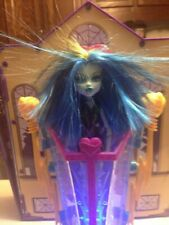 Monster High Freaky Fusion Frankie Stein Recharge Chamber And Doll