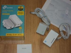 TP Link AV 600 Powerline TL-WPA4220 Kit Base & Extender