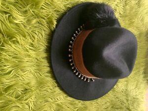 zara accessories black hat size small