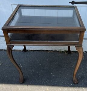 queen anne style display curio table