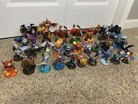 Skylanders Giants Lot Of 31 Figures and Skylanders Spyro Bag