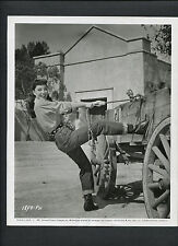 MARIE WINDSOR AS A COWGIRL WITH A WESTERN WAGON -1958 CANDID - DAY OF THE BADMAN