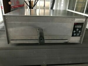 WISCO INDUSTRIES  COUNTER TOP PIZZA OVEN MODEL 425