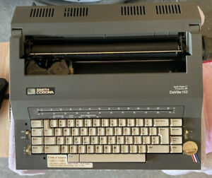 Smith Corona Deville 110 Electric Typewriter Spell Right I Dictionary w/disks