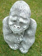 statue d un gorille en pierre patinée  belle finition superbe ! nouveau