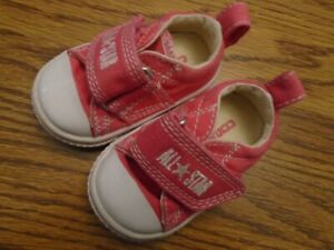 Converse All Star size 2 infant pink & white adjustable strap athletic shoes Ex.