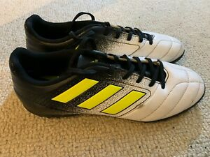 Adidas Ace 17.4 TF men's astro football boots in white/black - size 8