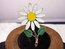 VINTAGE ENAMEL WHITE AND YELLOW DAISY GOLD TONE STEM FLOWER BROOCH PIN