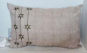 "VCNY Home Beige/ Green Natural 16"" x 9"" Rectangular Decorative Pillow"